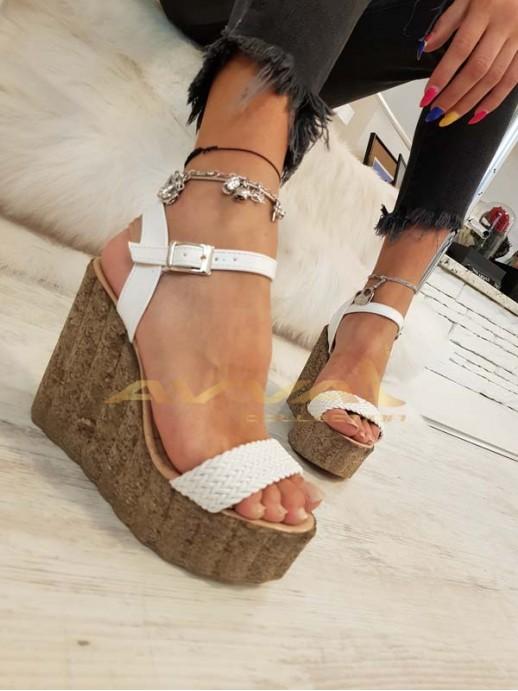 Бели сандали с ластик